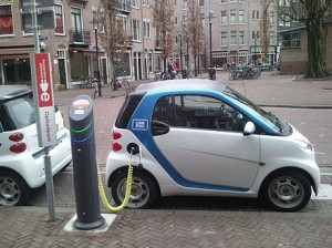 440px-Electric_car_charging_Amsterdam